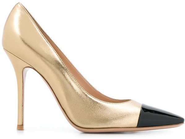 Lucy pumps