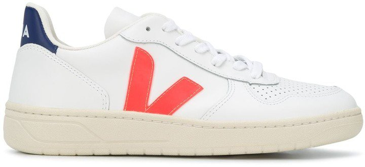 V-10 low-top trainers