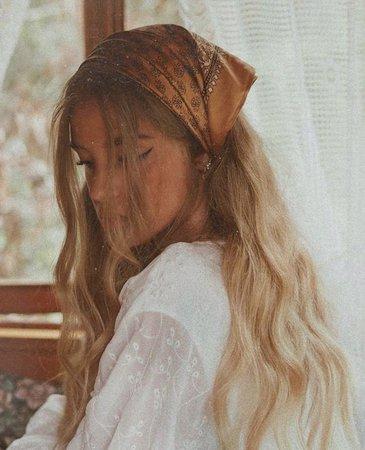 Bandana Wavy Blonde Hair