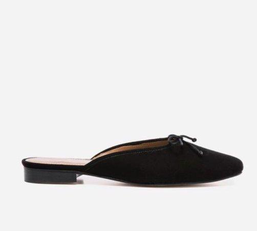 Flattered black flat