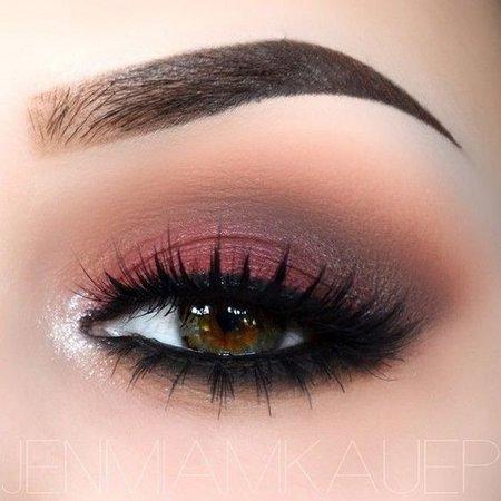 Smokey Red-Brown Eye Shadow