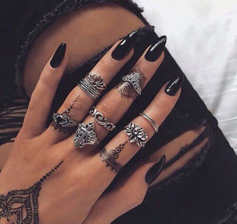 ohis17-l-610x610-jewels-rings-knuckle+ring-ring-rings+tings-silver-silver+ring-silver+jewelry-jewelry-ring+stack-nail+accessories-silver+rings-nails-lotus-nail+polish-acrylic+nails-acrylics-black.jpg (610×576)