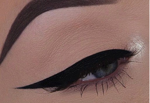 black liner eye makeup