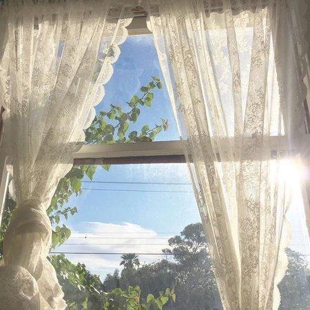 sunlight cottage aesthetic