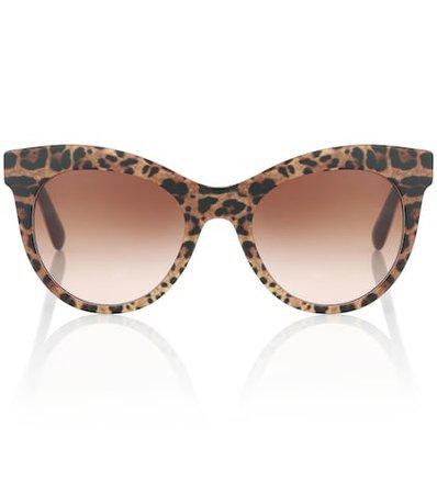 Leopard-printed sunglasses