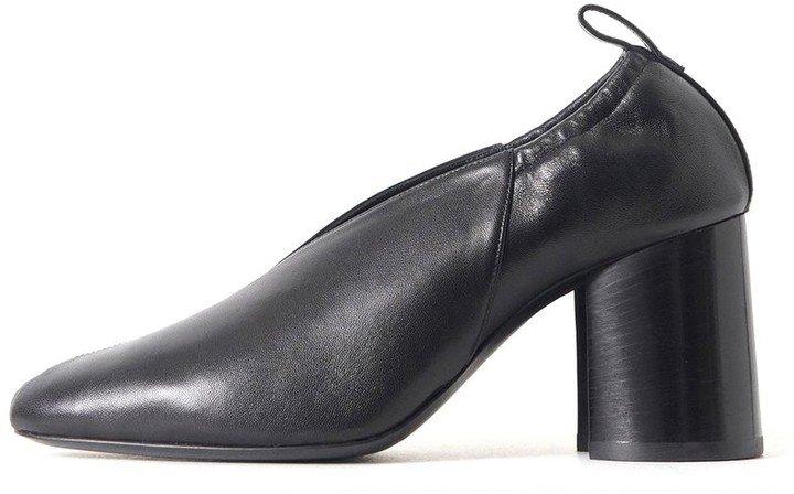 Slit Heel Pump in Black