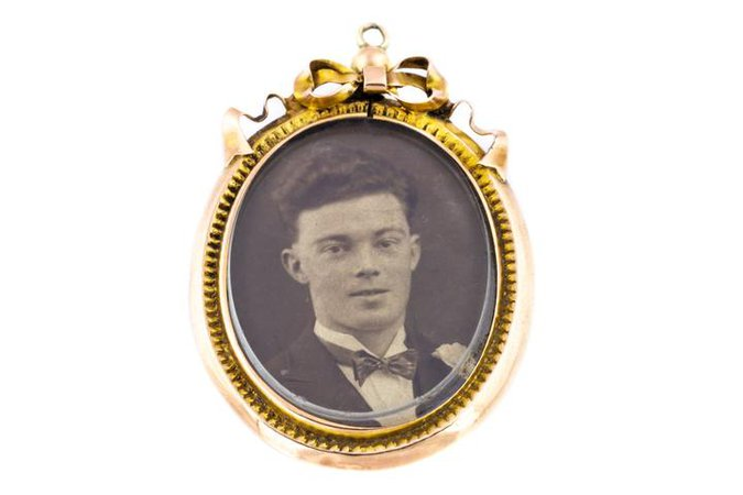 Edwardian Gold Locket with Bow Detail – Lillicoco
