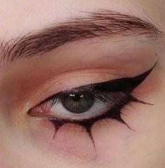 egirl eyeliner