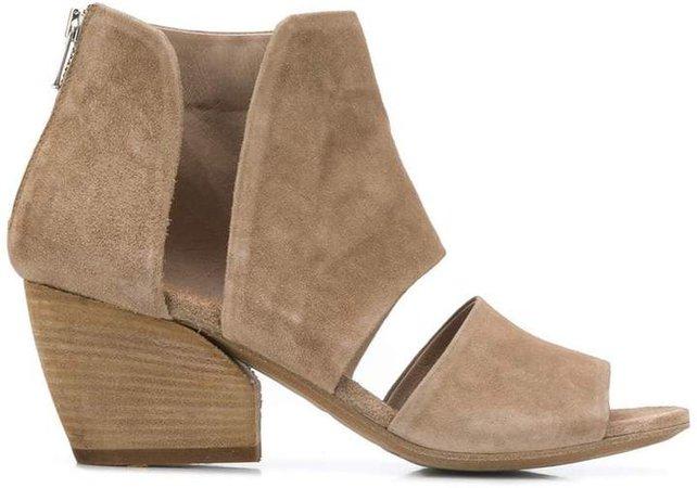 Blanc ankle sandals