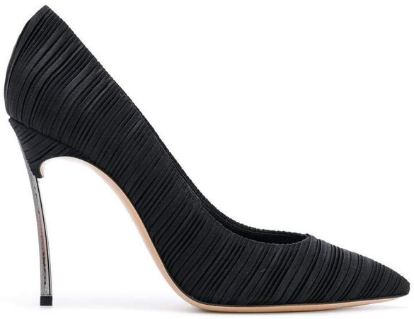 Blade pleated pumps