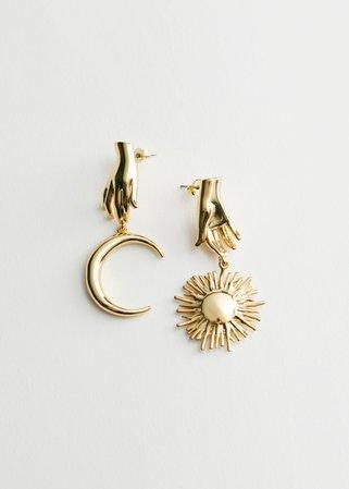 Mismatch Sun Moon Pendant Earrings - Gold - Drop earrings - & Other Stories