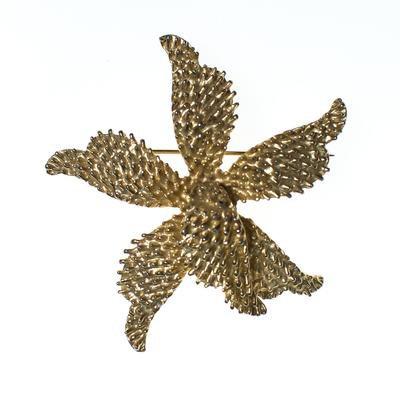 Vintage Mid Century Modern Celebrity NY Gold Flower Brooch, Gold Tone - Vintage Meet Modern