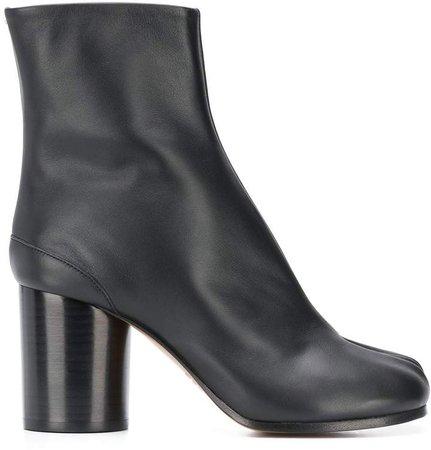Tabi toe boots