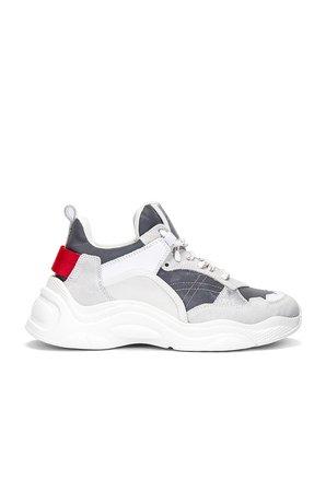 Curve Runner Sneaker