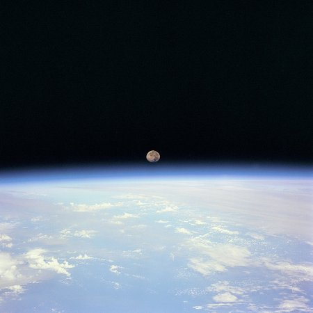 Moon Set over Earth | Moon set over the Earth limb taken fro… | Flickr
