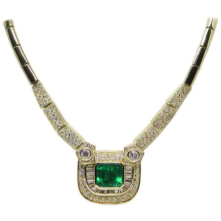 Certified 18 Karat Yellow Gold White Diamond Green Colombian Emerald Necklace For Sale at 1stDibs