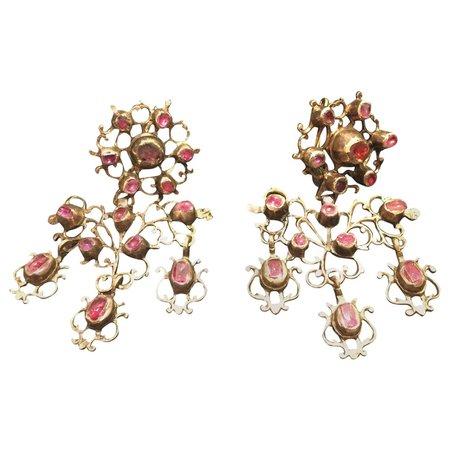 Ruby Chandelier Earrings 18 Karat Gold For Sale at 1stDibs