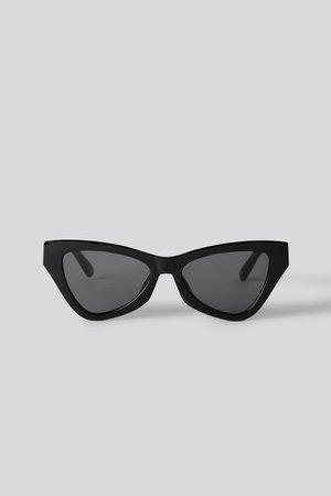 Sharp Triangular Cateye Sunglasses Zwart | na-kd.com