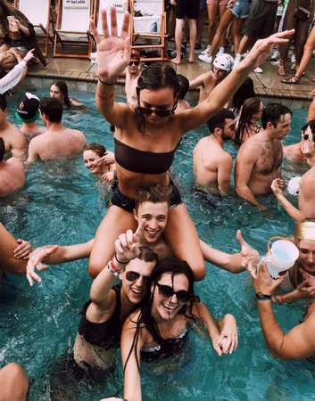 vsco pool party