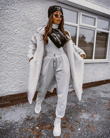 Sporty Monochrome Outfit For Young Women: Oversized Coat, Turtleneck, Joggers And Kicks 2021 - FashionMakesTrends.com