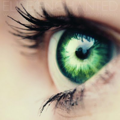 emerald green eyes aesthetic