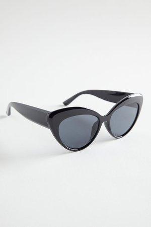 Moira Oversized Cat-Eye Sunglasses | Urban Outfitters