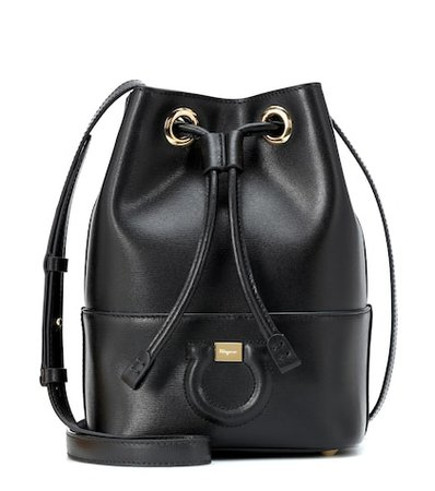 City leather bucket bag