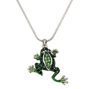Cute crawling green frog animal necklace