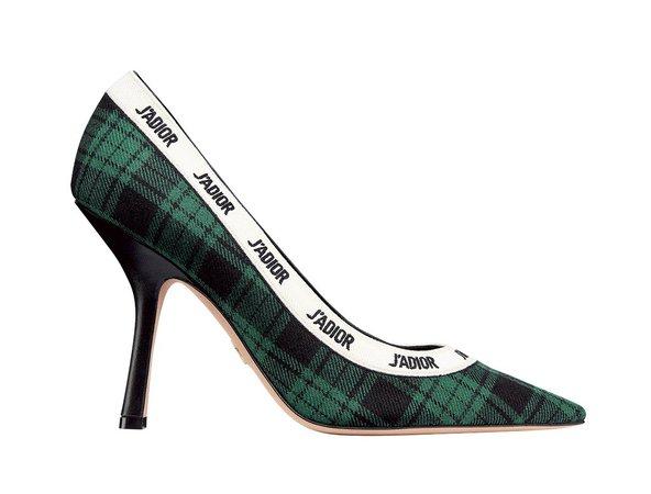 働く女性の足もとを彩る、ひねりの効いたパンプスたち。【2019秋冬 靴バッグトレンド】