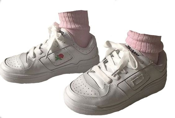 white sneakers with pink socks