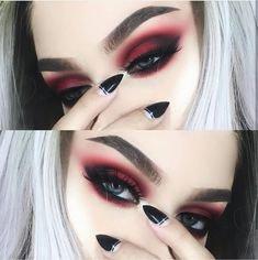 20 Vampire Halloween Makeup To Inspire You | Halloween | Vampire makeup, Witch makeup, Halloween vampire