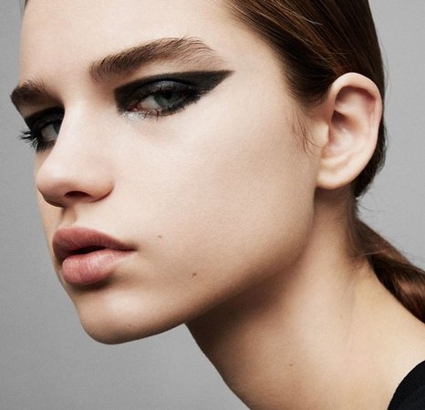 15 New Eyeliner Styles To Help You Upgrade From Your Basic Winged Eye | Vogue