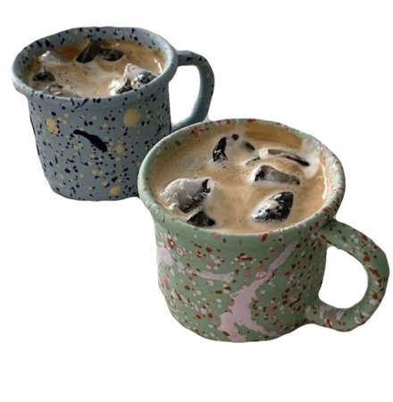 iced coffee in mugs