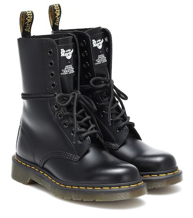 x Dr. Martens leather ankle boots