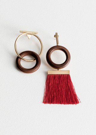 Wood O-Ring Mismatch Earrings - Red - Drop earrings - & Other Stories