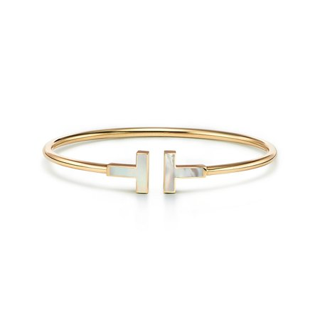 Tiffany T mother-of-pearl wire bracelet in 18k gold, medium. | Tiffany & Co.