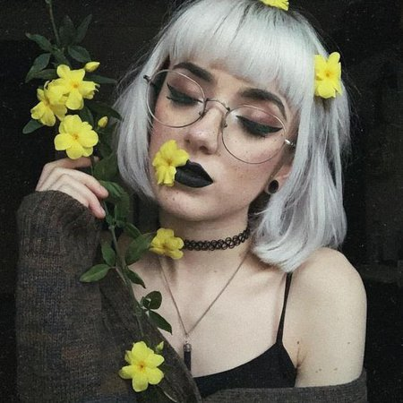 alternative girl goth makeup