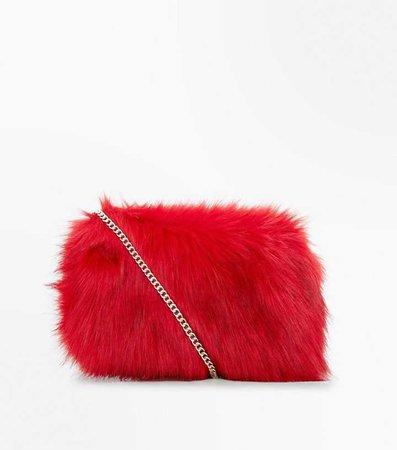 Sac à bandoulière rouge en fausse fourrure | New Look