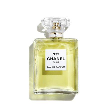 N°19 - Cologne & Fragrance   CHANEL