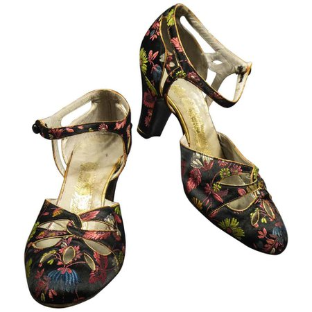 Art Deco Salomé Satin Shoes for the Ball Circa 1915 For Sale at 1stdibs