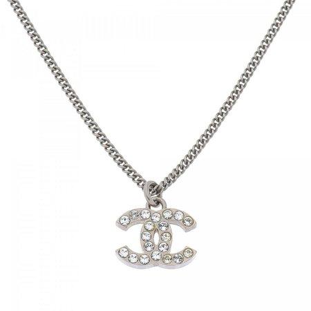 Résultats Google Recherche d'images correspondant à https://img.lxrco.com/1817MQ334/1923592-chanel-cc-logo-rhinestone-pendant-necklace-425cm-silver-tone-crystal-and-metal-colliers-1hvqvljm97.medium.jpg