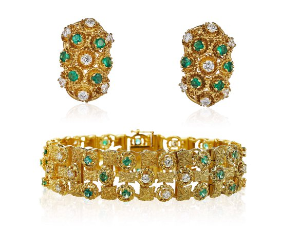 DIAMOND AND EMERALD BRACELET AND EARRINGS