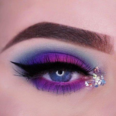 Pastel Goth Gliter Eye (Styles Weekly)