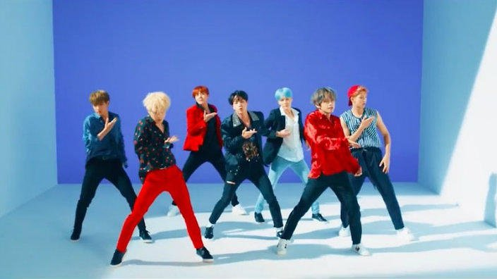 bts-dna-mv-3.jpg (704×396)
