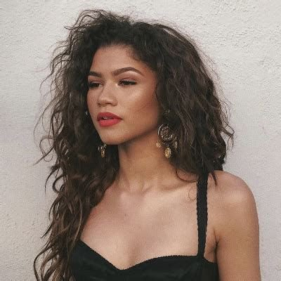 zendaya curly hair red lipstick - Google Search