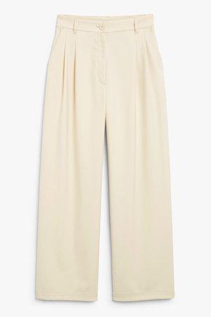Wide leg pleated trousers - Cream - Trousers - Monki WW