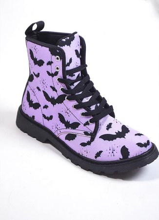 bat_pattern_boots