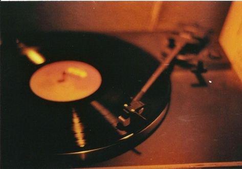 retro aesthetic photography turntable music