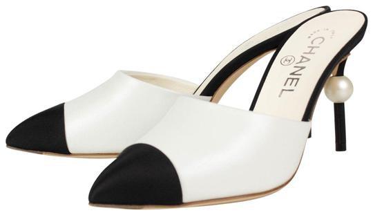 chanel-white-runway-beige-black-leather-heels-pearl-mulesslides-size-eu-385-approx-us-85-regular-m-b-0-1-540-540.jpg (540×311)