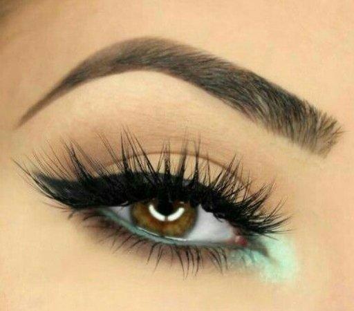 mint green eyeliner